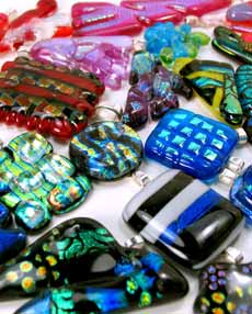 Bonnies bling, dichroic, dichroic glass, dichrotic glass, dichromatic, diochromatic, fused glass, fused glass jewelry,jewlery, jewlelry, unique, flashy, bling, pendants, necklaces, bracelets, braclets, rinds, rings, earrings, pins, barettes, barrettes,
